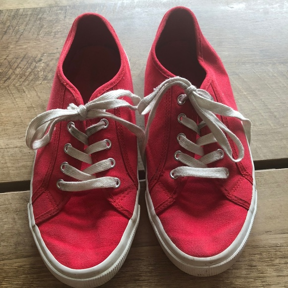 c61f2e5249e Red   White Canvas Old Navy Tennis Shoe Sneaker. M 5ba012534ab633ba5af456b8